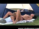 Dwie lesbijki pod namiotem