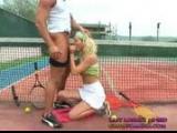Mlodej tenisistce zalezy na karierze
