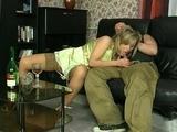 Sex blondynka na wielkim kacu