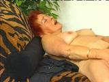 Ruda babcia z owlosiona cipka