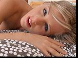 Blond nastolatka daje dupy