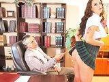 Niegrzeczna uczennica w sekretariacie