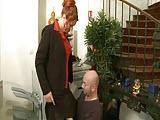 Dojrzala kobieta w pracy