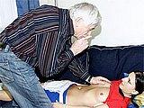 Dziadek ma ochote na nastoletnia sprzataczke