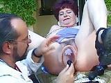 Stara babcia extremalnie