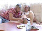 Nastolatek napalony na babcie
