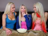 Trzy blondynki z mokrymi cipkami
