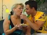 Matka na randce z kolega syna