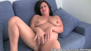 Mature Mom With Big Tits And Great Ass Gets Finger Fucked