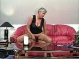 Zboczona babcia jebana na kanapie