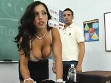 Chlopak zabawil sie z seksowna nauczycielka