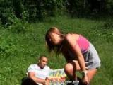 Sex z nastolatka w publicznym miejscu