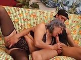 Babcia ma ochote na ostre porno