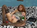 Pijany rudzielec ma ochote na orgazm
