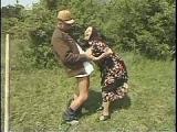 Babcia z dziadkiem na polu