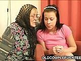 Nastolatka z babcia i dziadkiem