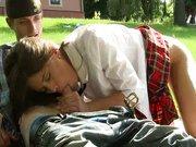 Sex z nastolatka w parku