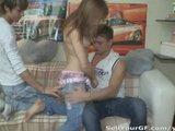 Ruda nastolatka dupczy siue z kolega chlopaka