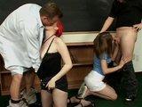 Seks grupowy z uczennicami w szkole