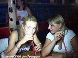 Pijane laski w nocnym klubie