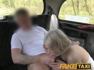 trahnul-zreluyu-v-taksi
