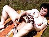 Zboczona babcia z owlosiona pizda