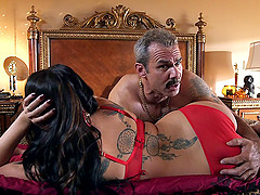 Curvaceous hottie likes it hard and he makes her scream