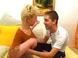 Rosyjska mamuska lubi mlodych chlopakow