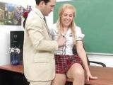 Obmacywanie blond uczennicy