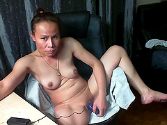 Asian mature doing some horny stuff on cam