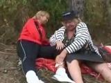 Zboczoba babcia zaczepia mlodego goscia