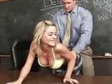 Uczennica puszcza sie z profesorkiem