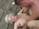Stara nimfomanka sponsoruje mlodego ogiera