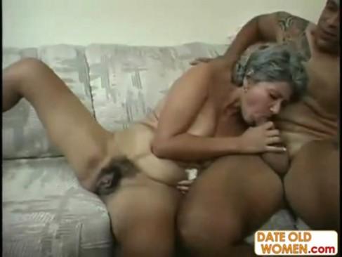 Wlochata babcia z sasiadem