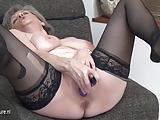 Babcia ma ochote na mega orgazm