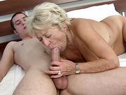 Staruszka chetna na kolege wnuka
