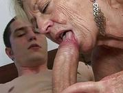Stara babcia pragnie kutasa do dziurek