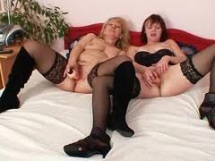 Stare lesby wchodza do sypialni