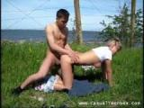 Napalona proponuje sex na trawie