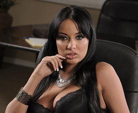 Bardzo sexy sekretarka daje w biurze