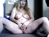 Stara masturbuje sie w ukryciu