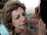Babcia bardzo pragnie sexu z facetem
