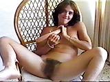 Mocna masturbacja nieogolonej szparki