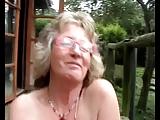 Naga babcia maca swoja pizde