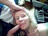 Zboczona staruszka bierze do buzi