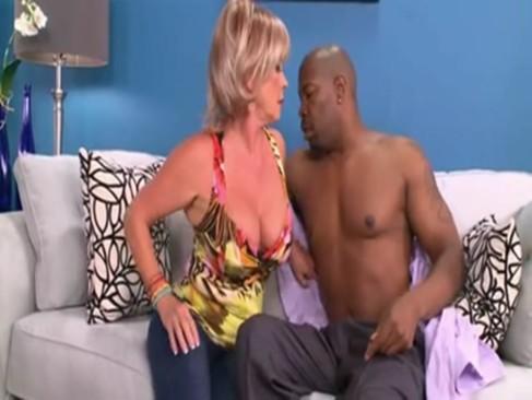 Sex babcia z czarnym ogierem
