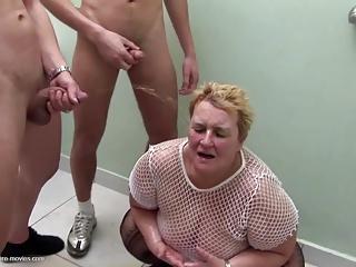 Kup squirting dildo