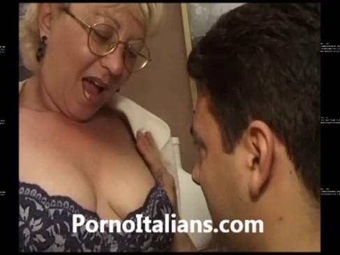 Mature italian granny - Vecchia troia italiana scopata da ragazzo