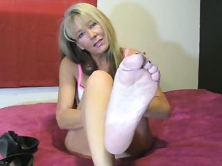 Mature foot video