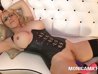 MonicaMilf love to watch you jerk off and play with herself